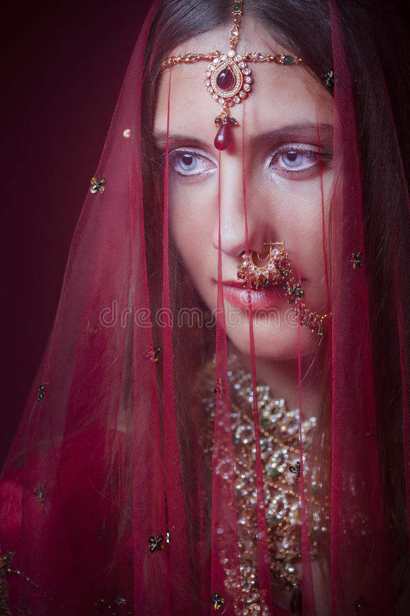 Free Royal Hindu Bride Stock Photography - 32407222