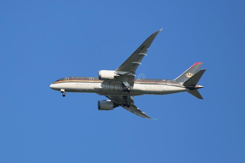 Royal Jordanian Boeing 787 Dreamliner som stiger ned för att landa på den internationella flygplatsen för JFK arkivbilder