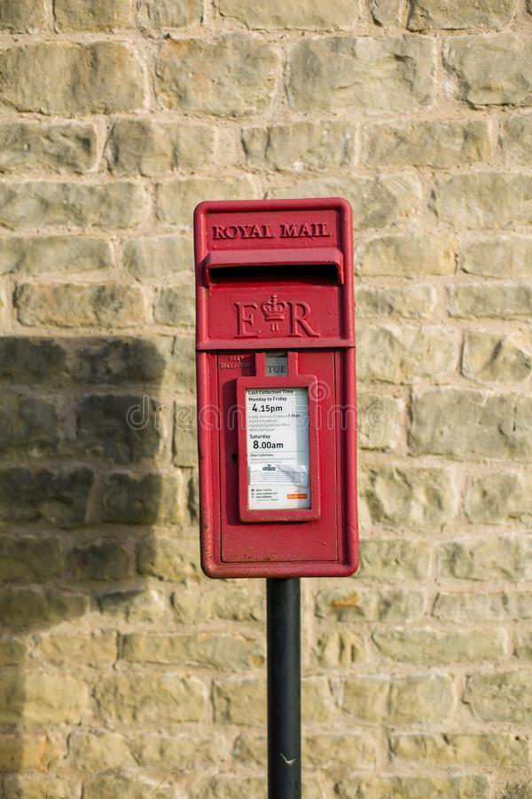 Royal Mail rosso invia la scatola per le lettere fotografie stock libere da diritti
