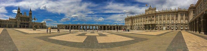 Royal Palace av Madrid - Spanien arkivfoto