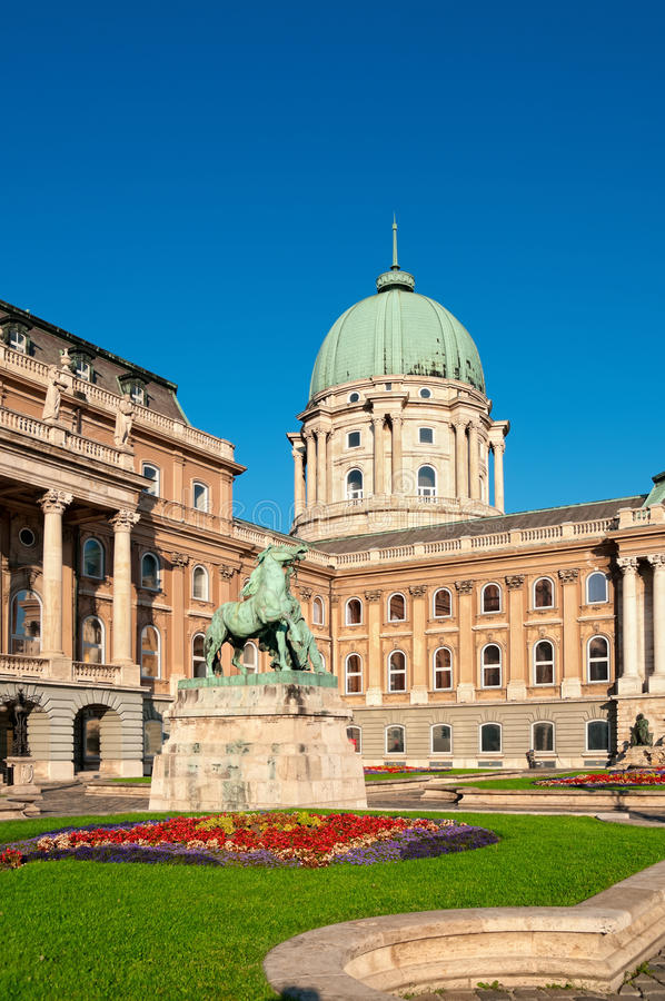 Download Royal Palace, Budapest stock photo. Image of europe, royal - 20566136