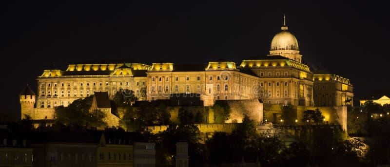 Download Royal Palace, Budapest Na Noite Foto de Stock - Imagem de cityscape, iluminado: 26519620