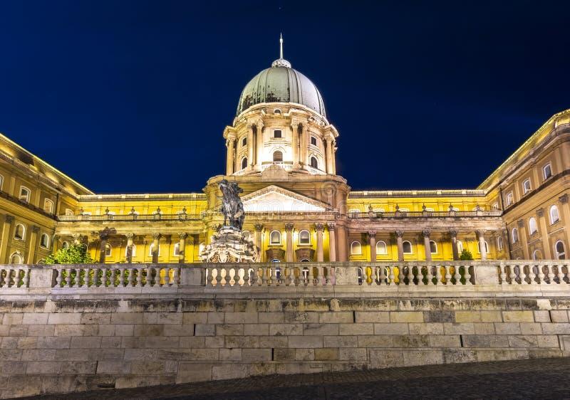 Royal Palace de Buda en la noche, Budapest, Hungría fotografía de archivo libre de regalías