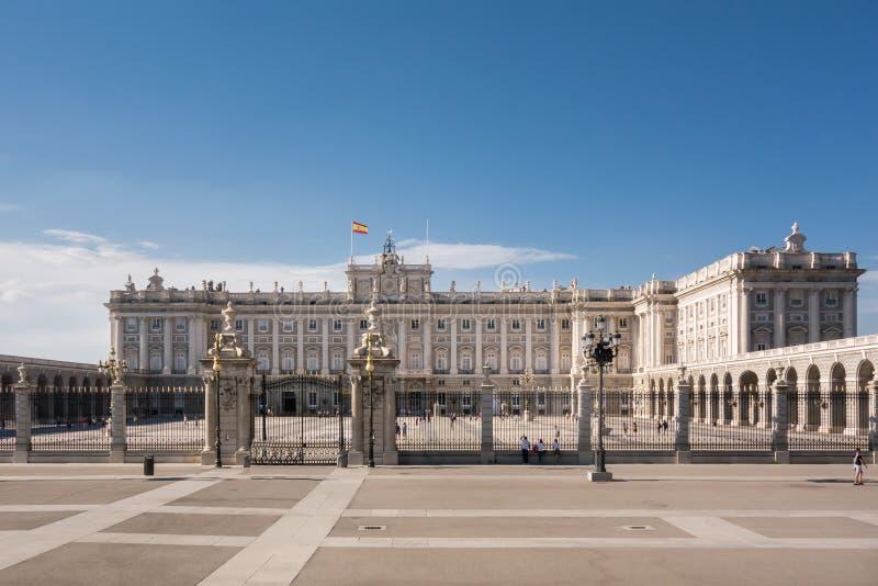 Royal Palace in Madrid Spanien an einem schönen Sommertag lizenzfreies stockfoto