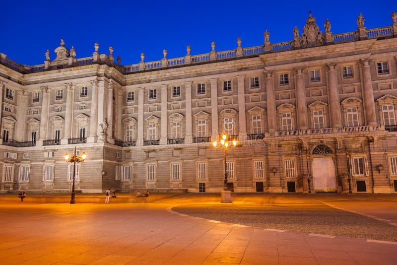 Download Royal Palace In Madrid Spanje Stock Afbeelding - Afbeelding bestaande uit avond, stad: 54090243