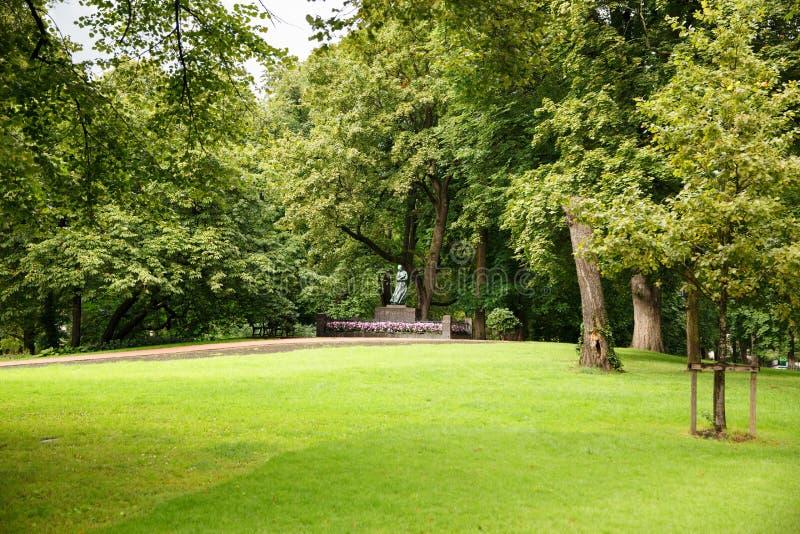 Royal Palace parkuje w Oslo zdjęcia royalty free