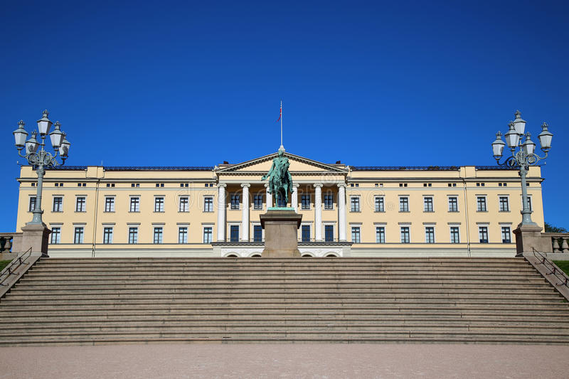 The Royal Palace and statue of King Karl Johan XIV in Oslo, Norw stock photography