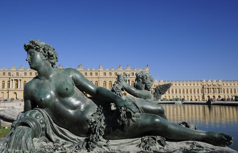 Download Royal Palace And Statues Of Divine Stock Photo - Image: 10555736