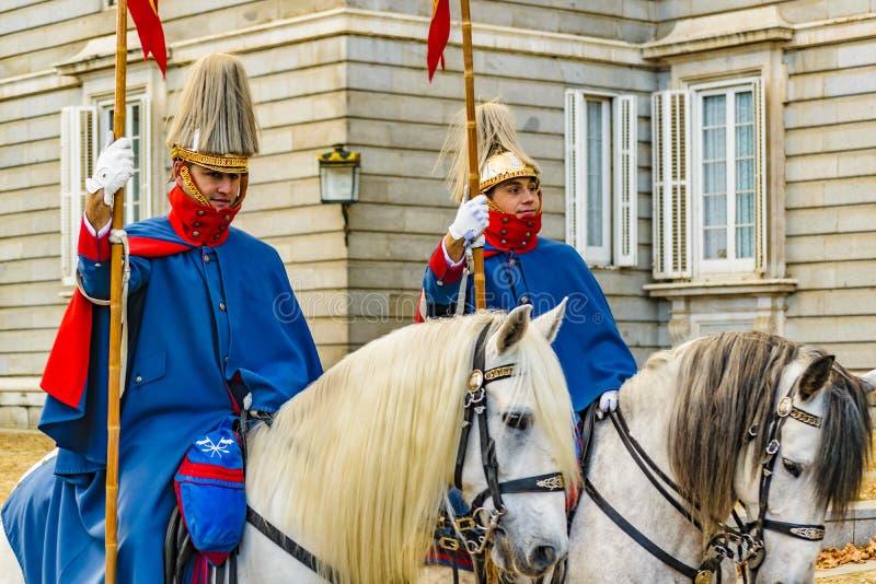 Royal Palace strażnicy, Madryt, Hiszpania zdjęcia stock