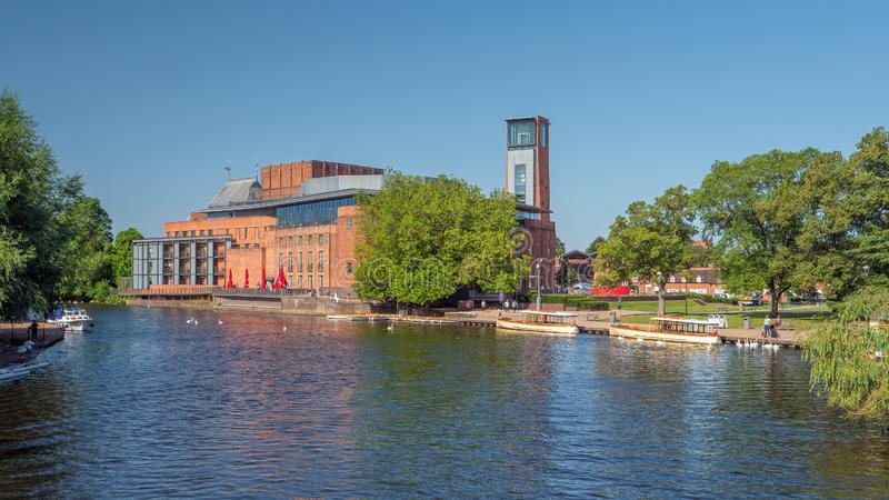 The Royal Shakespeare Theatre and River Avon, Stratford upon Avon photos stock