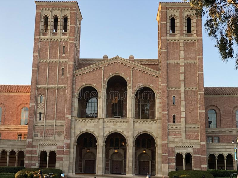 Royce Hall no terreno do University of California, Los Angeles imagens de stock