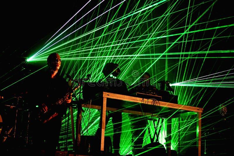 Royksopp & Robyn (faixa eletrônica da Suécia e da Noruega) executam no festival da sonar foto de stock royalty free