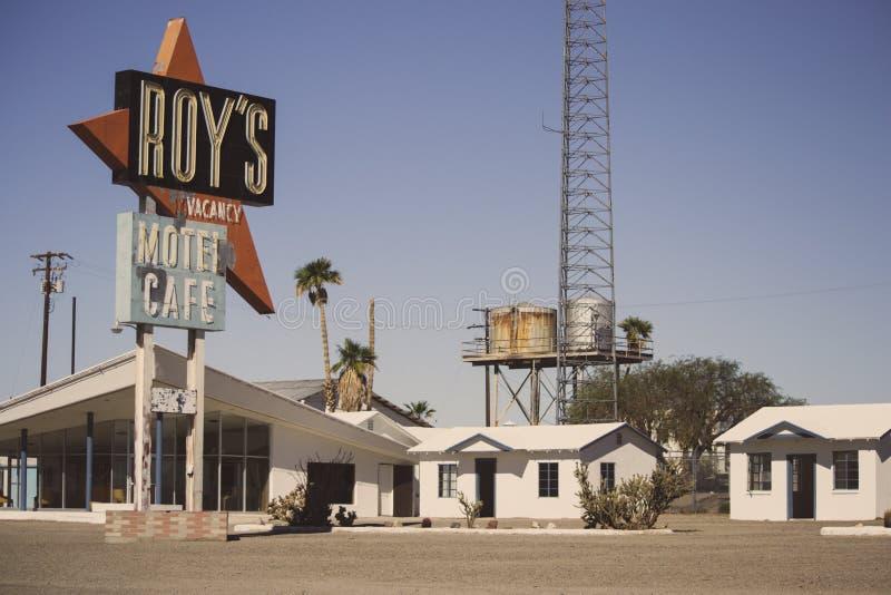 Roys CafÃÆ'à '© och motell i Amboy, Kalifornien, Förenta staterna, tillsammans med klassiska Route 66 royaltyfri bild