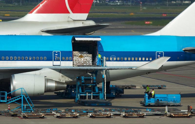 rozładunek ładunku statku powietrznego zdjęcie stock