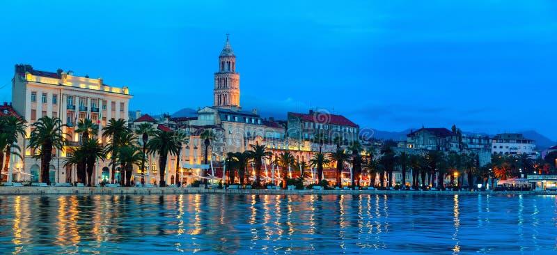 Rozłam przy nocą, Chorwacja fotografia stock