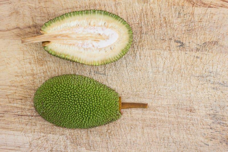 Rozłupany niewyrobiony jackfruit obraz stock