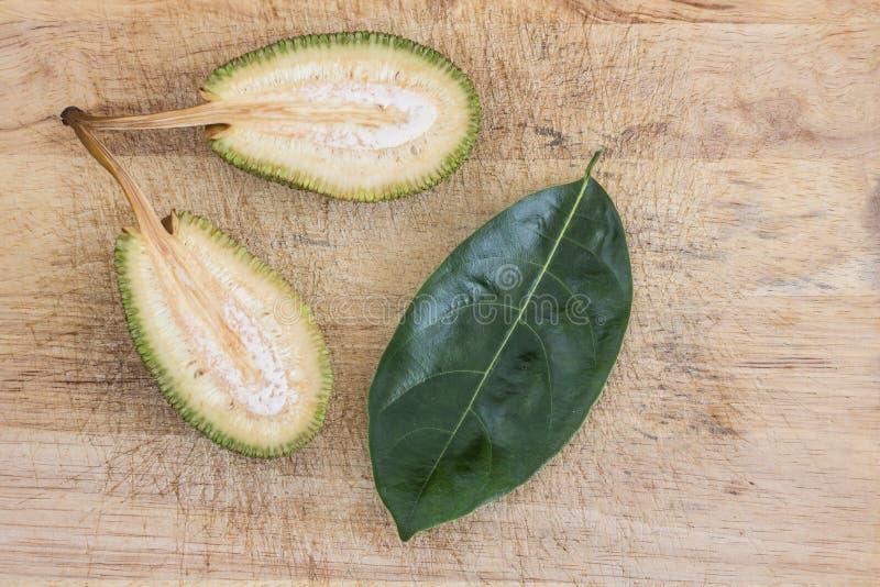Rozłupany niewyrobiony jackfruit fotografia royalty free