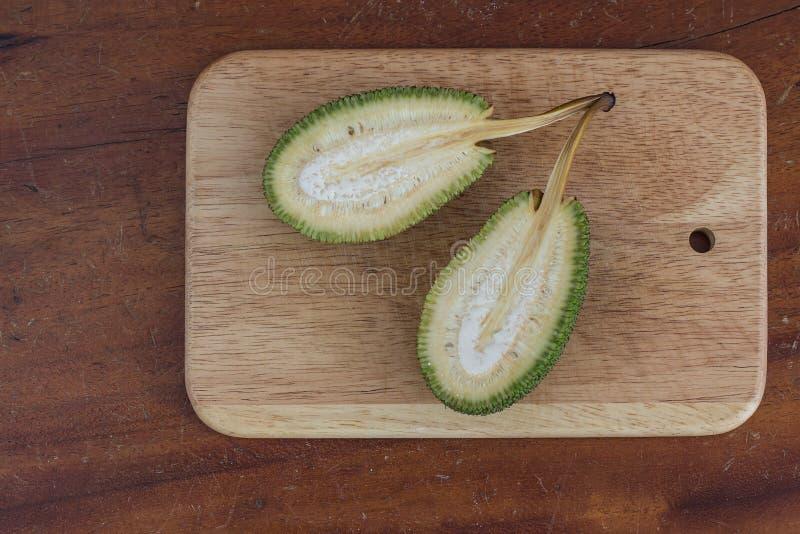 Rozłupany niewyrobiony jackfruit zdjęcia royalty free
