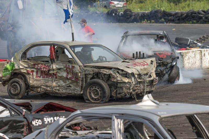 Rozbiórkowi samochody w akci obrazy stock
