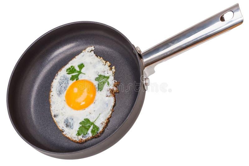Rozdrapani jajka na Teflon niecce zdjęcie stock