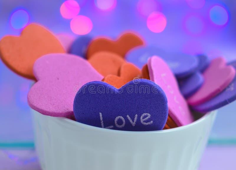 Roze blauwe de dagtederheid van de hartenvalentijnskaart stock fotografie