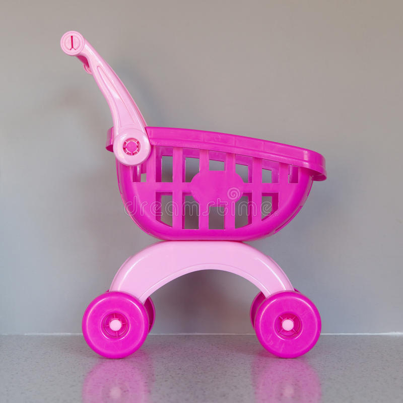 Roze boodschappenwagentje royalty-vrije stock foto
