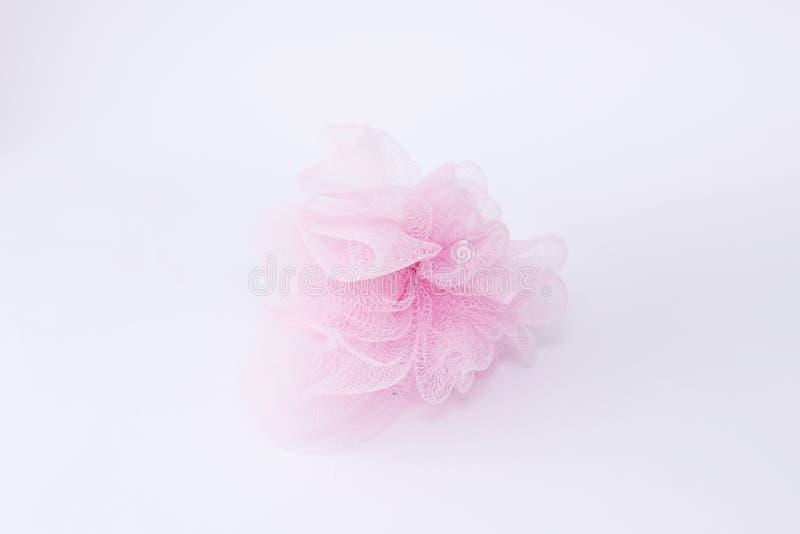 Roze Bosjebast op de witte Lichaamsverzorging van Achtergrondbadkamerstoebehoren stock afbeeldingen
