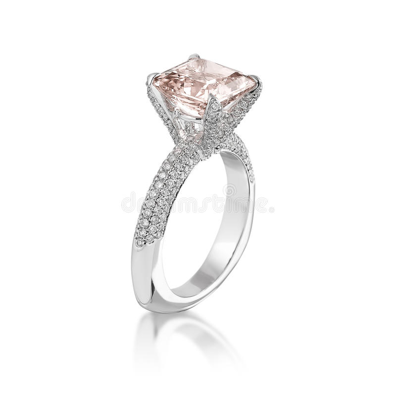 Roze diamantring. stock afbeelding