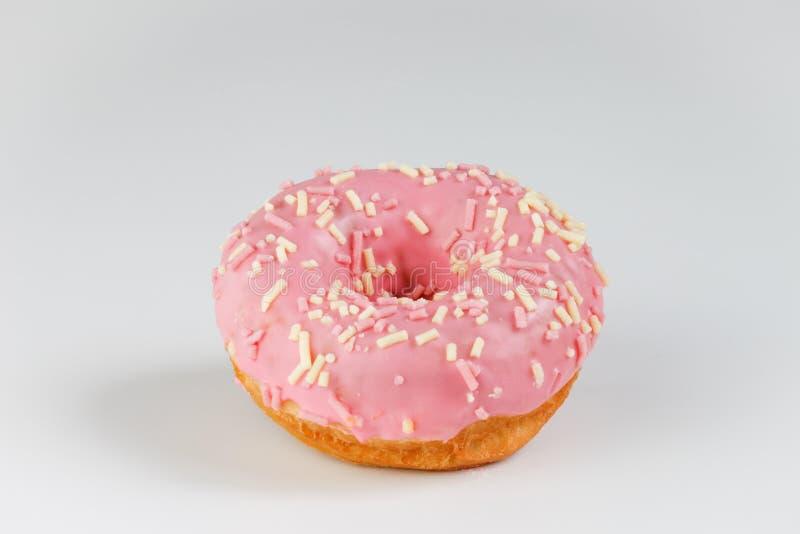 Roze doughnut op duidelijke achtergrond royalty-vrije stock foto