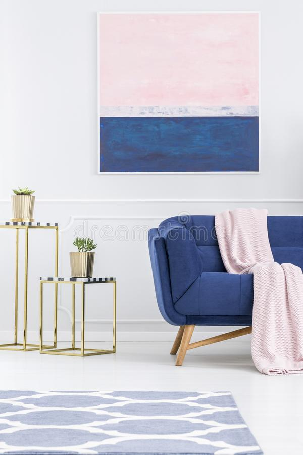 Roze en blauw flatbinnenland stock afbeeldingen