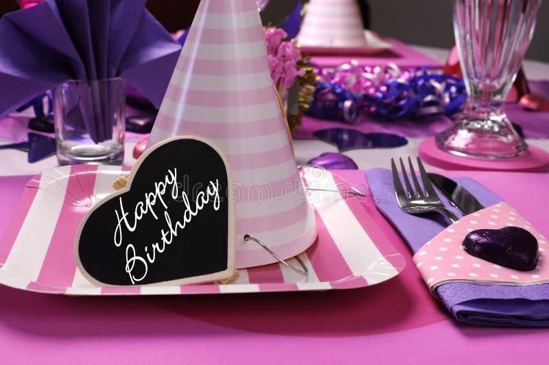 Roze en purpere de lijst van de themapartij het plaatsen decoratie royalty-vrije stock fotografie