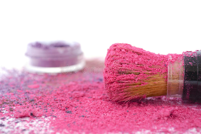 Roze en purpere make-uppoeder en borstel royalty-vrije stock afbeeldingen