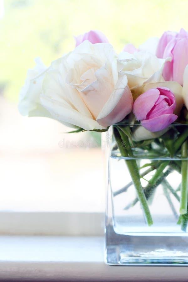 Roze en Witte Bloemen stock foto's