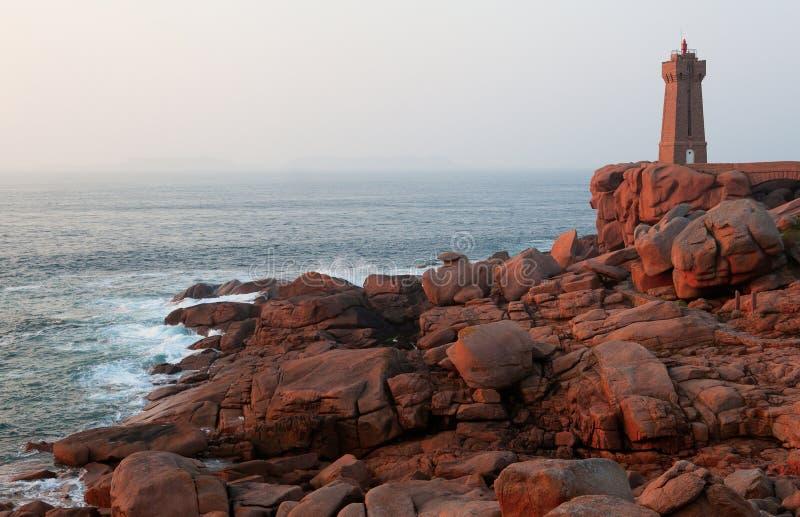 Roze granietkust in Bretagne, Frankrijk royalty-vrije stock foto's