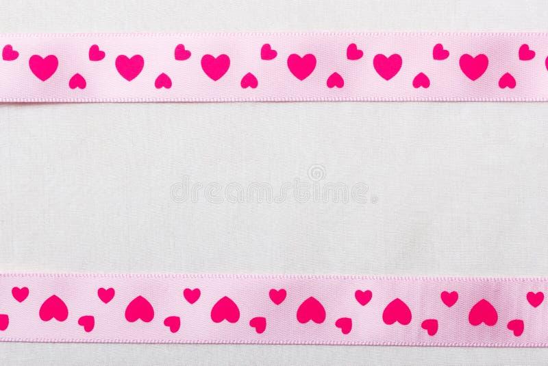 Roze hartlint op doekachtergrond royalty-vrije stock foto's