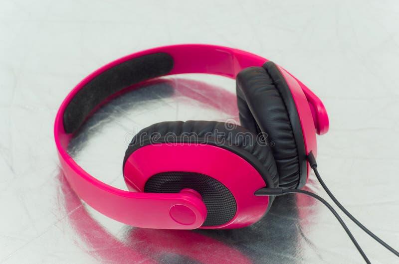 Roze hoofdtelefoon stock foto