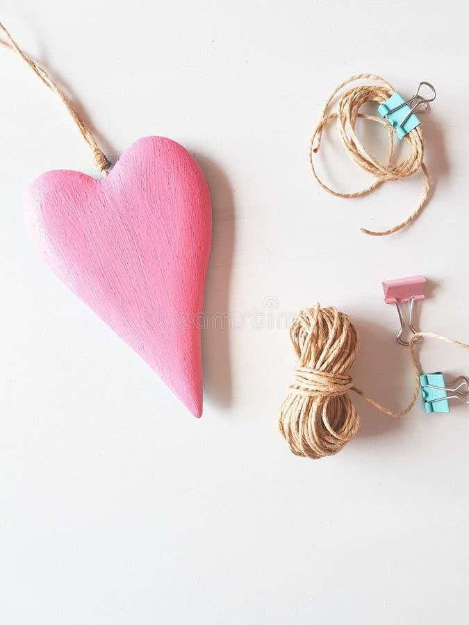 Roze houten hart royalty-vrije stock afbeelding