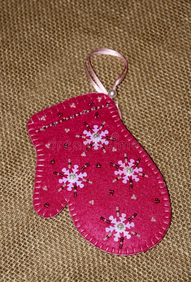 Roze Kerstmisvuisthandschoen Hand - gemaakte gift royalty-vrije stock afbeelding
