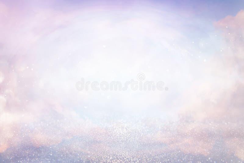 roze, lichtpaarse, roze en zilveren abstracte bokehlichten De achtergrond van Defocused royalty-vrije stock foto