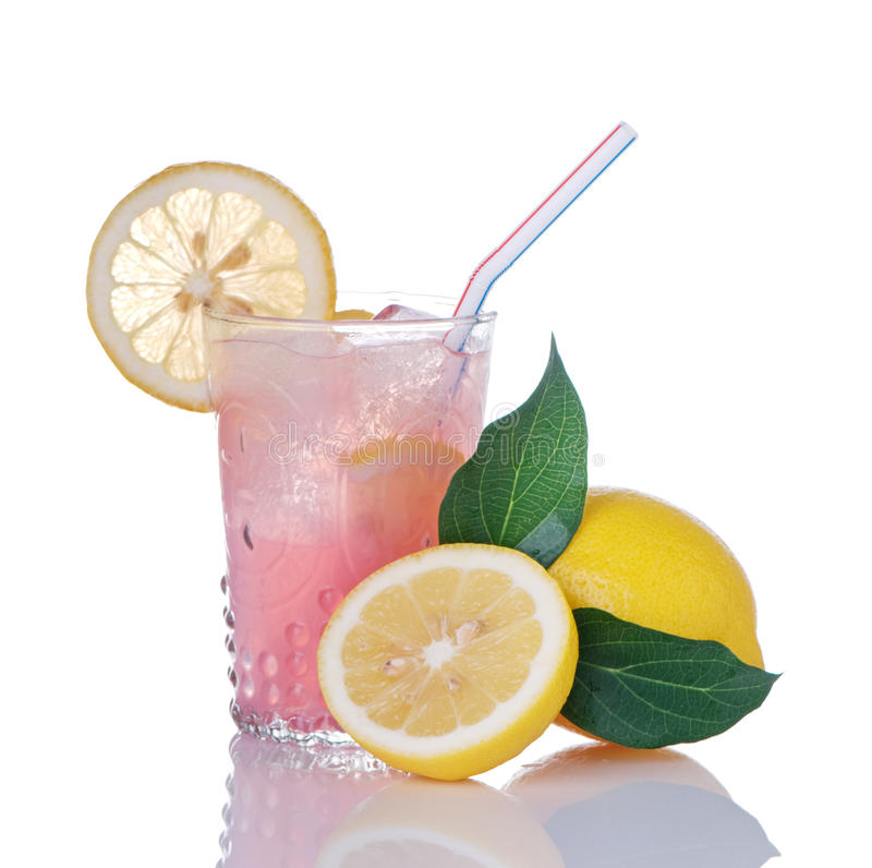 Roze Limonade in Glas met Citroenen stock foto's