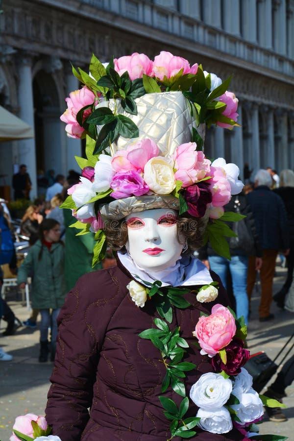 Roze masker met bloemen, Venetië, Italië, Europa royalty-vrije stock fotografie