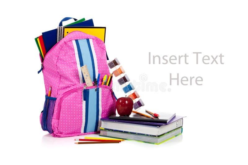 Roze rugzak met schoollevering met exemplaarruimte stock fotografie