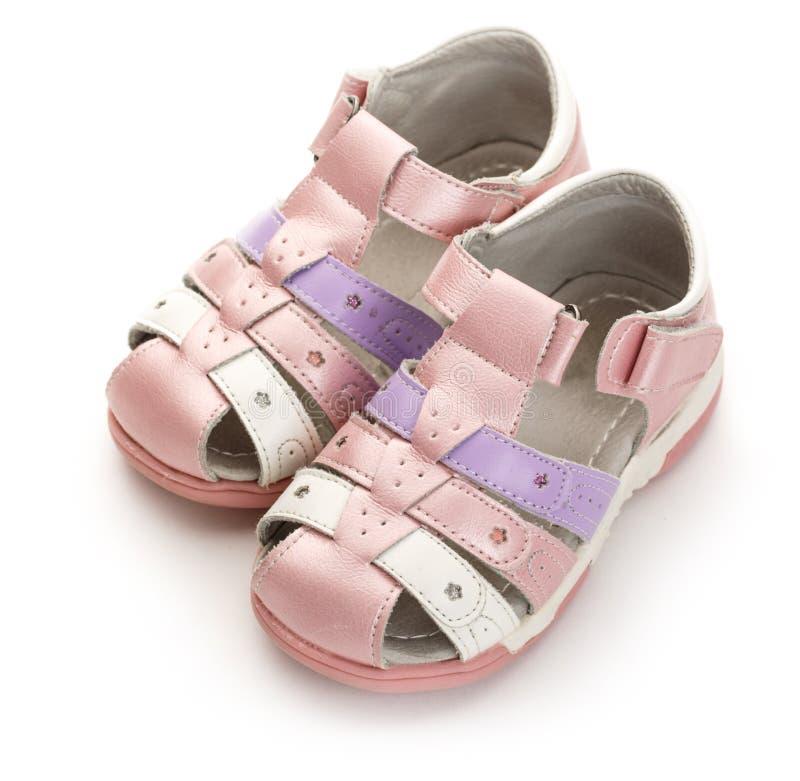 Roze sandals van het meisje op witte achtergrond royalty-vrije stock fotografie