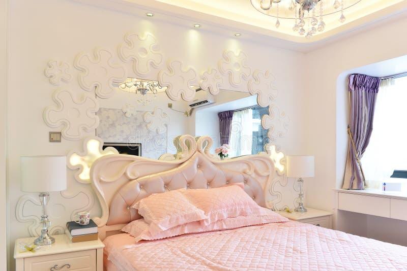 Roze slaapkamer royalty-vrije stock afbeeldingen