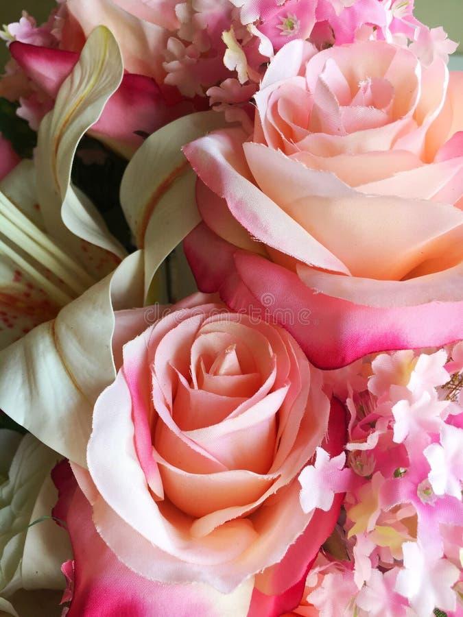 Roze stoffenbloem royalty-vrije stock afbeelding