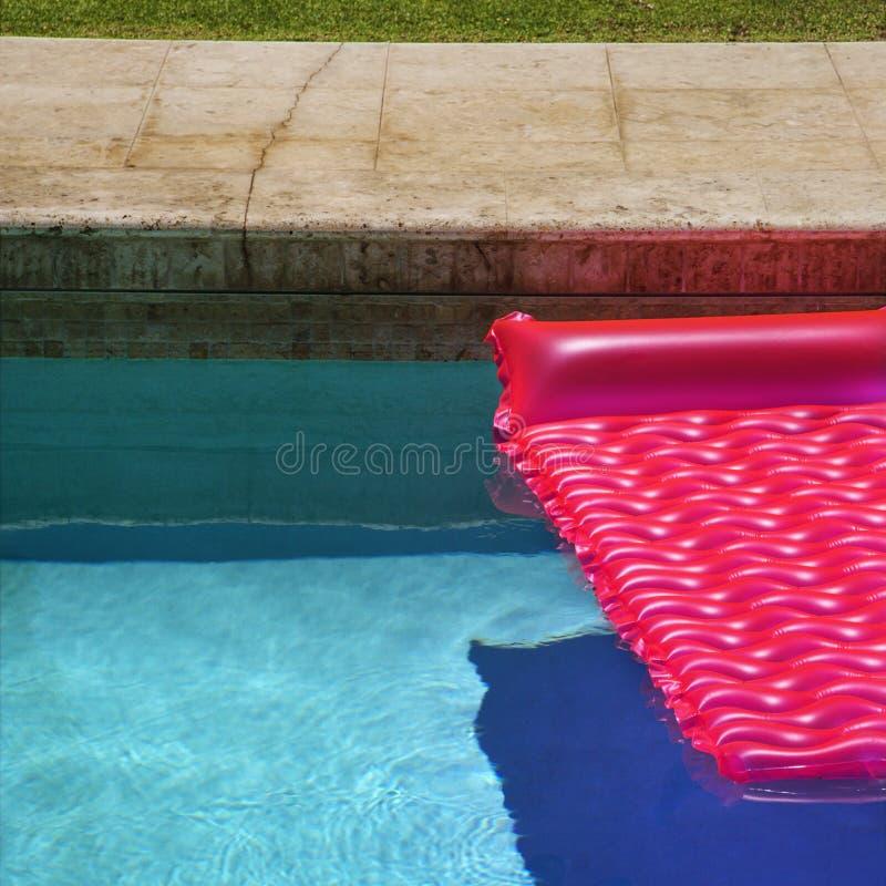 Roze vlotter in zwembad. royalty-vrije stock foto's