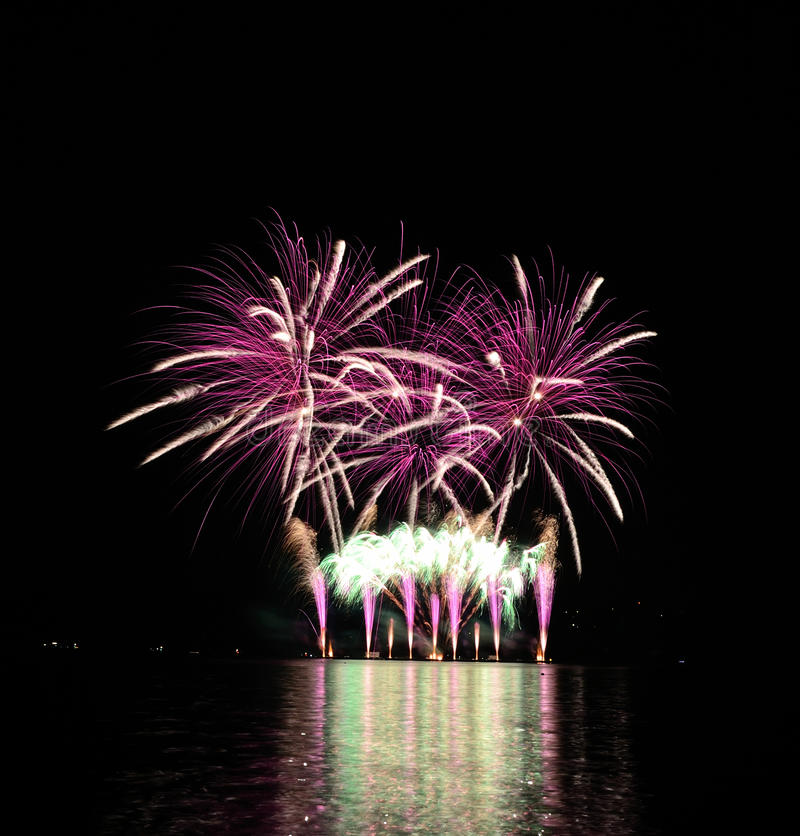 Roze vuurwerk royalty-vrije stock afbeelding