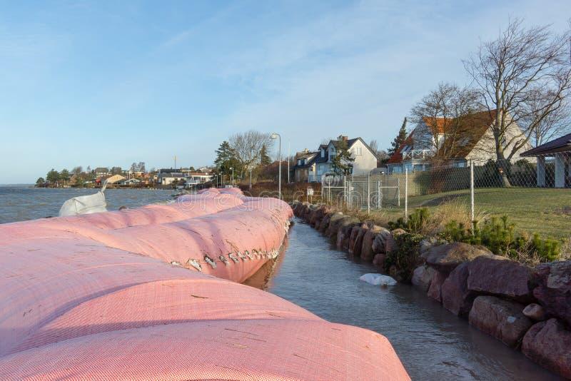 Roze waterbuis tegen het onweer Urd in Frederikssund, Denemarken stock afbeeldingen