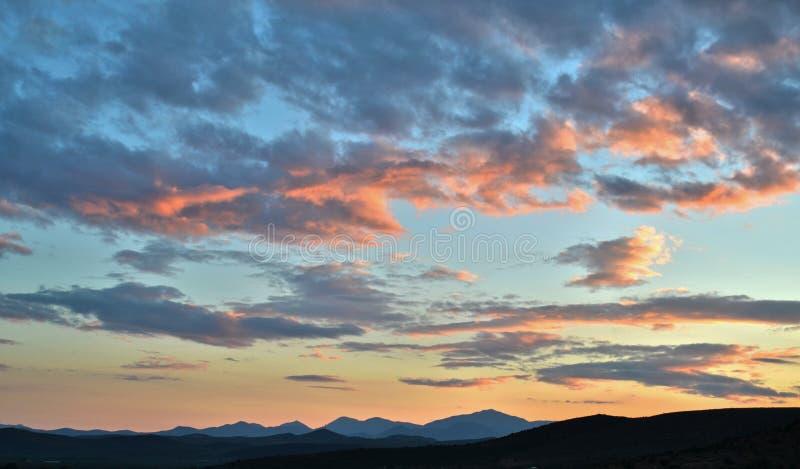 Roze Wolken bij Zonsondergang stock afbeelding