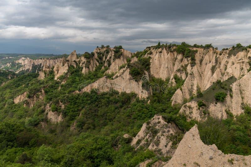 Rozhen pyramider - en unik pyramid formade bergklippor i Bulgarien fotografering för bildbyråer